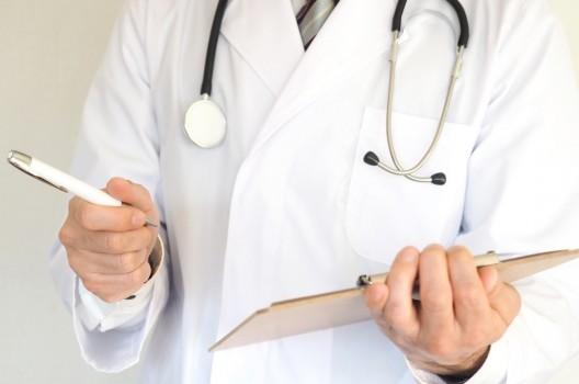 産業医:「嘱託」と「専属」の違いとは|探し方~選任後までを解説!