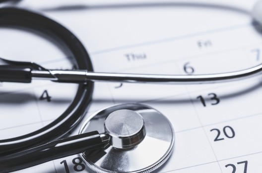 産業医の「嘱託」と「専属」の違い